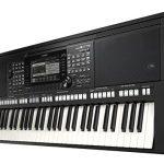 Yamaha PSR-S775 61-Key Arranger Workstation 1